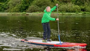 SUP -  Pedalează în picioare pe apă