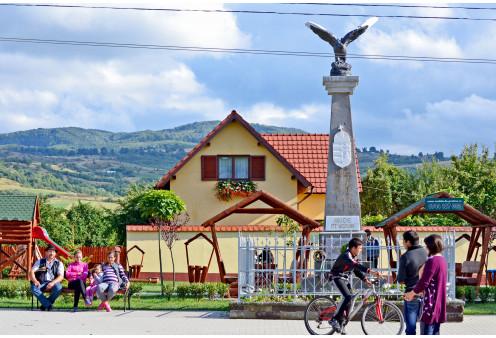 Milleniumi emlékmű és Turul szobor Nyárádremete, Szabadidő, Szórakozás Nyárádremete