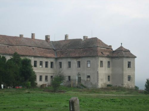 Kemeny-Bánffy Castle From Luncani Luna
